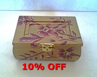 Wooden box with flowers hand-painted and glossy finish