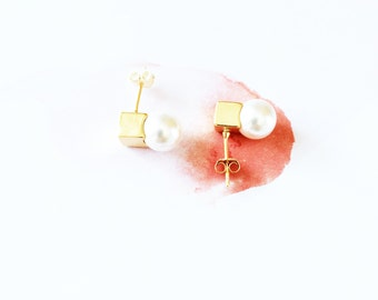 Gold Cube Pearl Stud Earring 925 Sterling Silver Square Cube Pearl Earring Simple Elegant Everyday Valentine Wedding Bridal Bridesmaid Gift