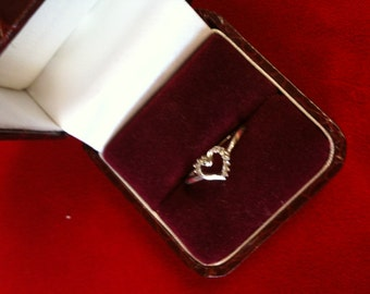 10 K White Gold Heart Ring With 10 Diamonds.1.7 gm.Size 7. We Do Free Sizing.