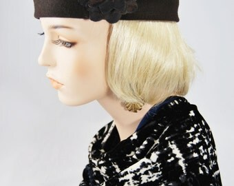 Brown Wool Beret with Flower
