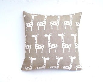 Price reduced from 19.99! Ligth brown pillow cover with giraffe print. Ideal for a baby room (18x18)