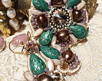 Vintage inspired brooch and earrings. Bead embroidered jewelry set!