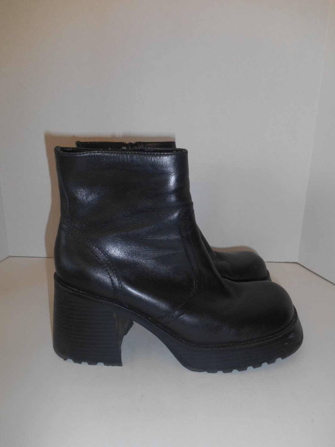 vintage womens 90s chunky heel boots black by