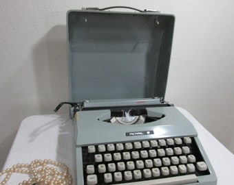 Typewriter Portable Manual Royal Signet with Carrying Case Reduced Price