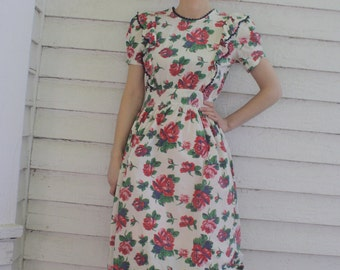 Vintage 40s White Floral Pinafore Dress Red Rose Print Button Back XS