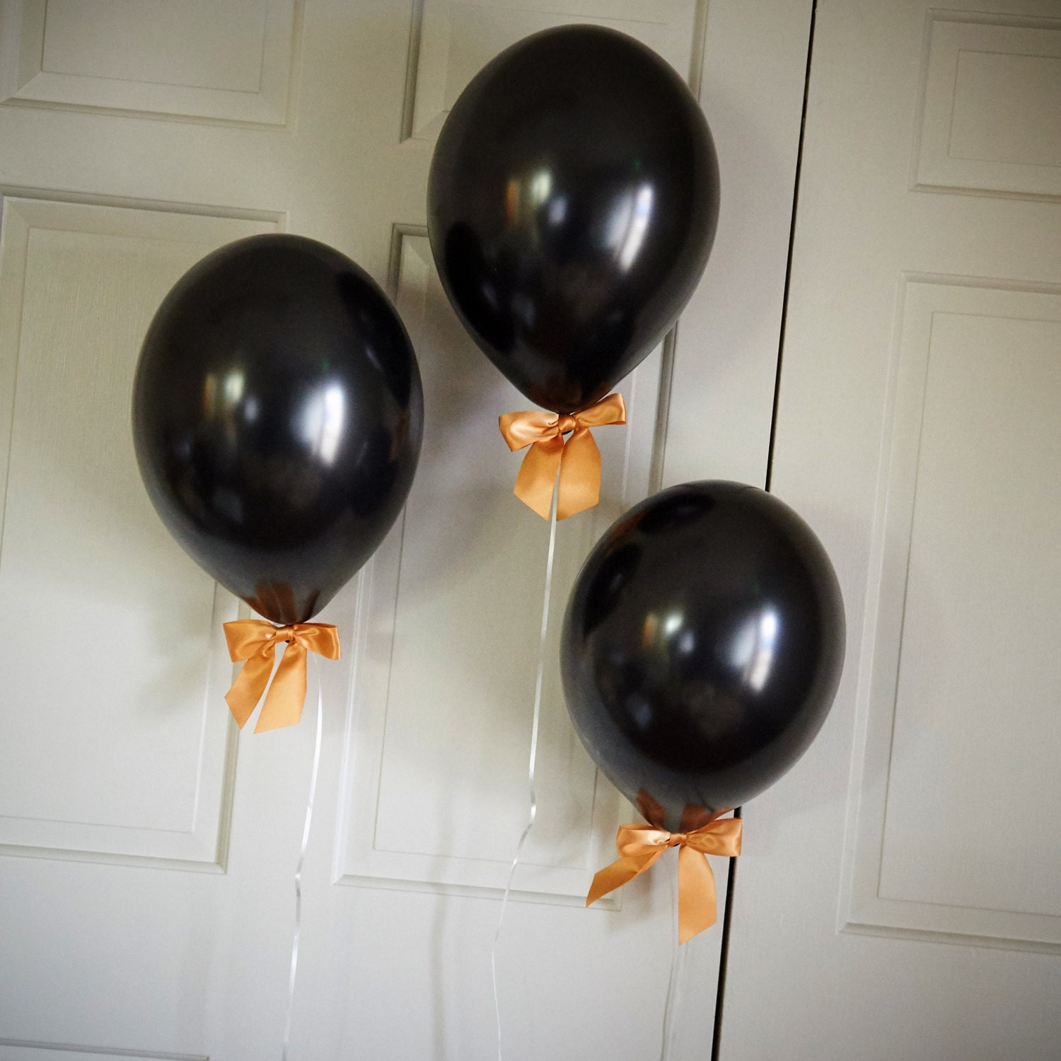Black and gold party decorations balloons with bows ct