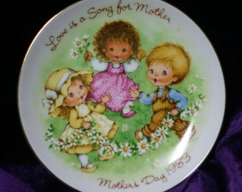 Love is a Song Mother's Day 1983 Avon Plate