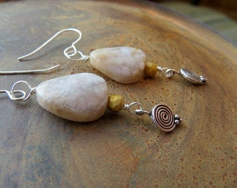snakeskin agate earrings . SPIRAL . natural stone earrings . one of a kind earrings . cream beige earrings . long earrings . ooak earrings