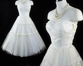 Vintage 1950s Wedding Dress / 50s Ivory Flocked Swiss Dots Macrame Floral SWEETHEART Princess Swing Skirt TULLE Bridal Tea Length Xxs XS