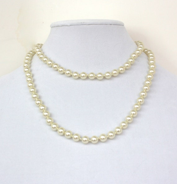 Single Strand Pearl Necklace: Vintage 70s Pearl Necklace Opera Length Single Strand Of Glass
