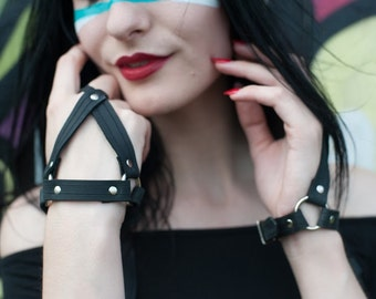 Leather Glove Hand Harness in Black