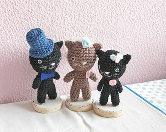 Crochet Kitty Cats Family Wedding Cake Topper, Amigurumi Party Decor, Unique Wedding Decoration
