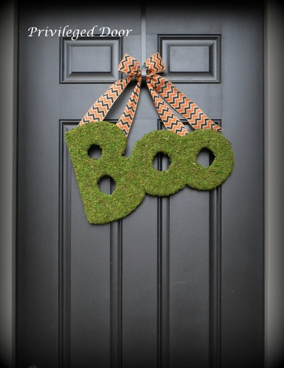 Halloween Wreath. Halloween Door Decor.  Moss Covered  BOO.  Spooky sophistication.  An Etsy Original.