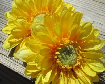 yellow zinnia hair flower clip, realistic zinnia, yellow hair flower, yellow barrette