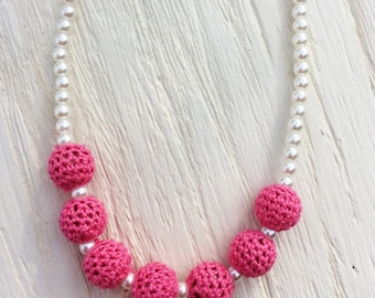 Crochet necklace pearl chunky bead girl necklace light pink baby girl necklace stretchy string fabric flower women