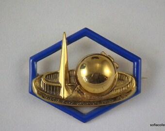 1939-40 New York World's Fair Trylon Perisphere Enamel Locket Pin - Unused Perisphere Locket - Vintage Worlds Fair Pin