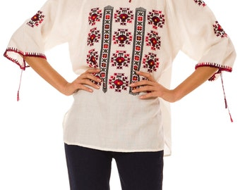 1960s Vintage Relaxed Ethnically Embroidered Off-White Peasant Blouse  Size: M/L