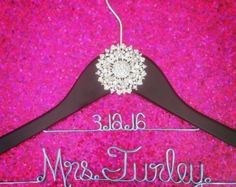 Wedding Hanger with flower crystal and date, Bridal Hanger with brooch and date, Custom Bridal Hanger, Name Hanger, Personalized Bridal Gift