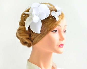 Fascinator headband in white Bridal headpiece Bridal hair comb White fascinator White headpiece Wedding fascinator Wedding hair flower