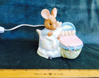 Lamp- Beatrix Potter- Mama Bunny + 5 babies! Darling vintage Decor Working Lamp