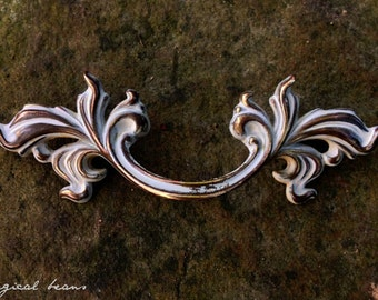 French Provincial Drawer Pull in Antiqued Brass & White / Decorative Restoration Vintage Hardware drawer pulls