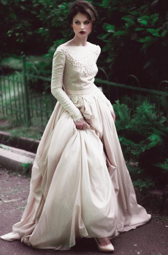 Romantische Seide Batist und Spitze Brautkleid von CathyTelle
