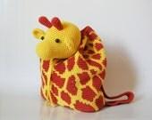 Patrón de gancho para mochila de jirafa. Un accesorio práctico y divertido para niños. Esquemas con símbolos, instrucciones, imágenes