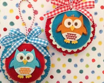 Christmas whimsical Owl Ornaments  / Owl Xmas Ornaments / Owl Christmas Ornaments / Handmade / set of 2 / design in felt