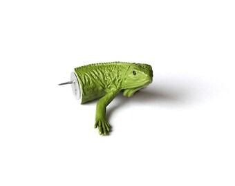 "Pushpin ""Iguana"""