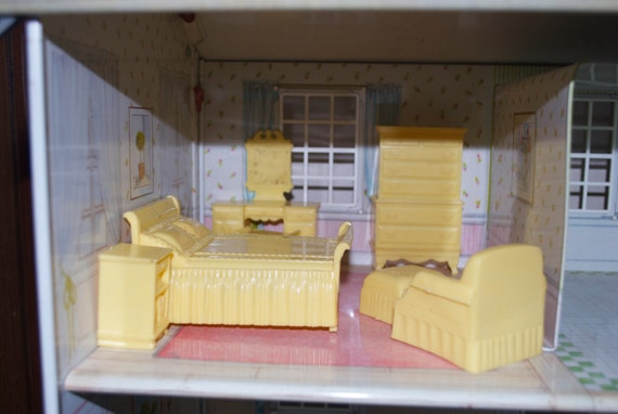 Marx yellow bedroom plastic dollhouse furniture Plastic bedroom furniture