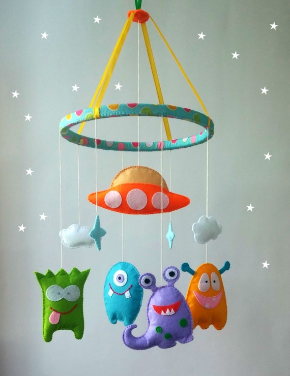 felt nursery mobile alien cot mobile hanging crib by zootoys. Black Bedroom Furniture Sets. Home Design Ideas