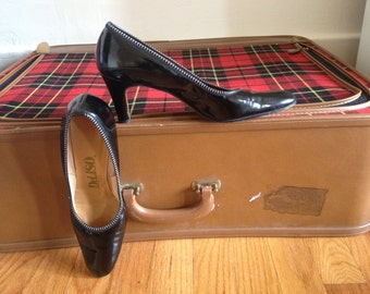 80's Black Patent Leather Heels. Size 6 to 6 1/2. 1980's Deliso Womens Shoes. Pumps.