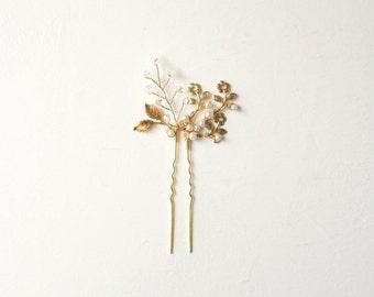 Gold bridal hair clip, Pearls and swarovskis clip, Wedding hair pin, Bridal hair jewelry, Gold wedding, Gold U pin, Vintage, Bride hair