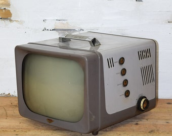 Nostalgia Hotpoint Brand Vintage Black & White Television: Shipping varies by destination therefore please convo us for a shipping quote.