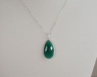 Green Onyx and Silver Pendant  0314