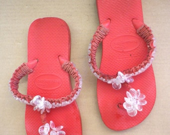 Superb HAVAINAS flip flops, red color with transparent beads, size 37/38 Brazilian corresponds to a 38/39