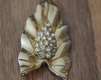 Vintage Jewelry Brooch Pin   Design  Leaf Gold CZ Rhinestones  L-006