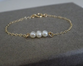 Bridesmaid pearl bracelet, freshwater pearl bracelet in Gold fill, Sterling silver, Three sisters bracelet