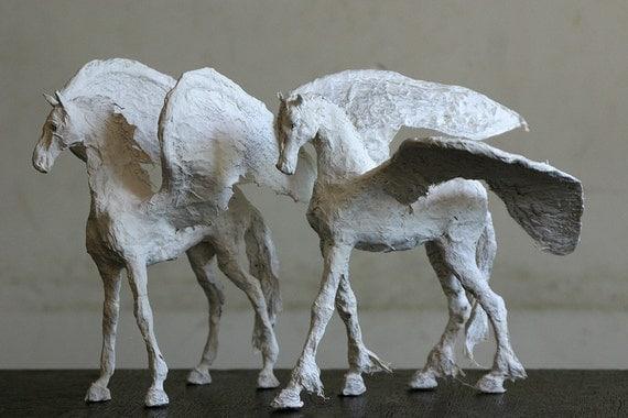 pferd skulptur ostergeschenk papiermache skulptur. Black Bedroom Furniture Sets. Home Design Ideas