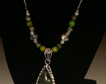 Green hued Labradorite Pendant Necklace with agate beads.