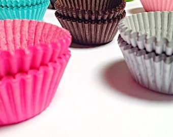 Mini Cupcake Liners, 100 Solid Paper liners Greaseproof cake Liners Party Baking Cute Silver Cups