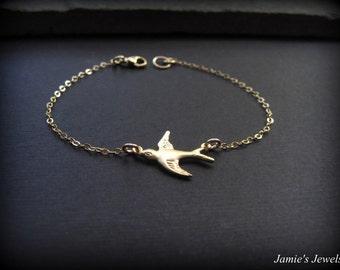 Gold Bird Bracelet - Tiny Gold Bird Bracelet - Minimal Gold Bracelet - Gold Minimal Bracelet  - Gold Nature Bracelet - Tiny Gold Bracelet