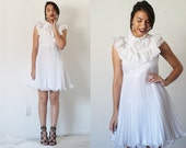 80's Ivory white lace pleated mini party dress with ruffle bib collar
