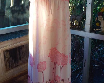 70s NOVELTY PRINT NIGHTGOWN--People Strolling in a Park--Trees and Flowers--Pink and White--Nylon Jersey