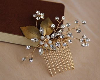 Bridal comb, Wedding Accessory, Bridal Headpiece, Hair Decoration.