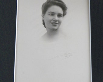 Old Art photographic portrait of a beautiful young brunette signed by Jean Scherbeck Photographer Nancy | FRANCE 1943
