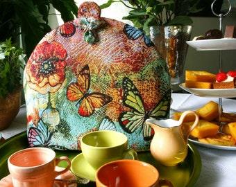 Tea cosy with butterflies and poppies, theemuts met vlinders en klaprozen