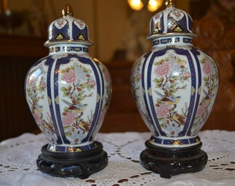Japanese porcelain vase set of 2, vintage japanese porcelain with lid and beautiful drawings gold gilded apr.2027