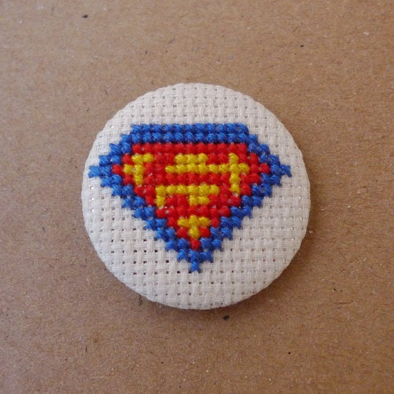 Superman cross stitch 31mm pinback button - Embroidered geek brooch