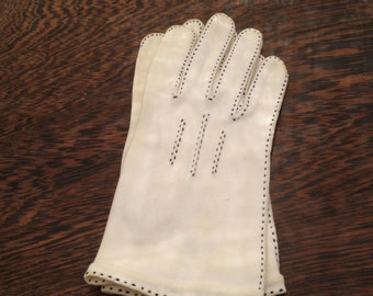 Cotton Ivory Cream Gloves Topstitched in Black or Navy Made in Western Germany by Wear Right